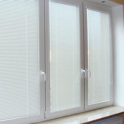 Жалюзи на пластиковые окна Исотра Хит 2 (Isotra Hit 2)