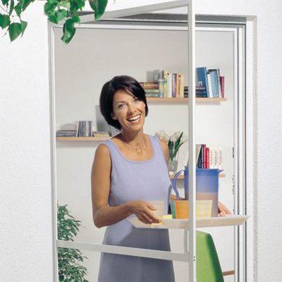 Распашная москитная сетка для балконных дверей